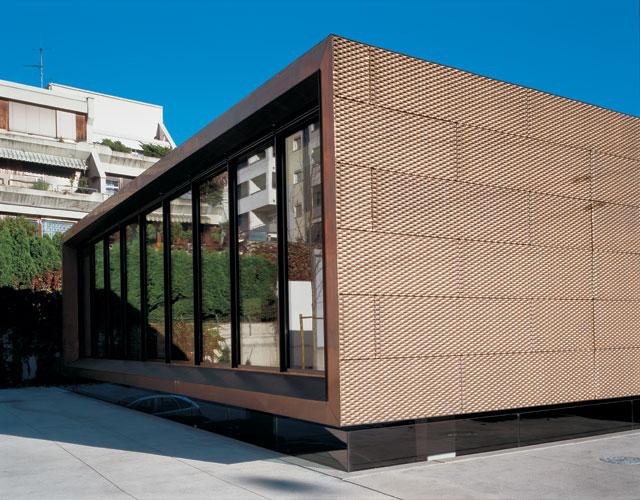 Kokybiška rudos spalvos fasado apdaila, vienspalvė, plytelių centras