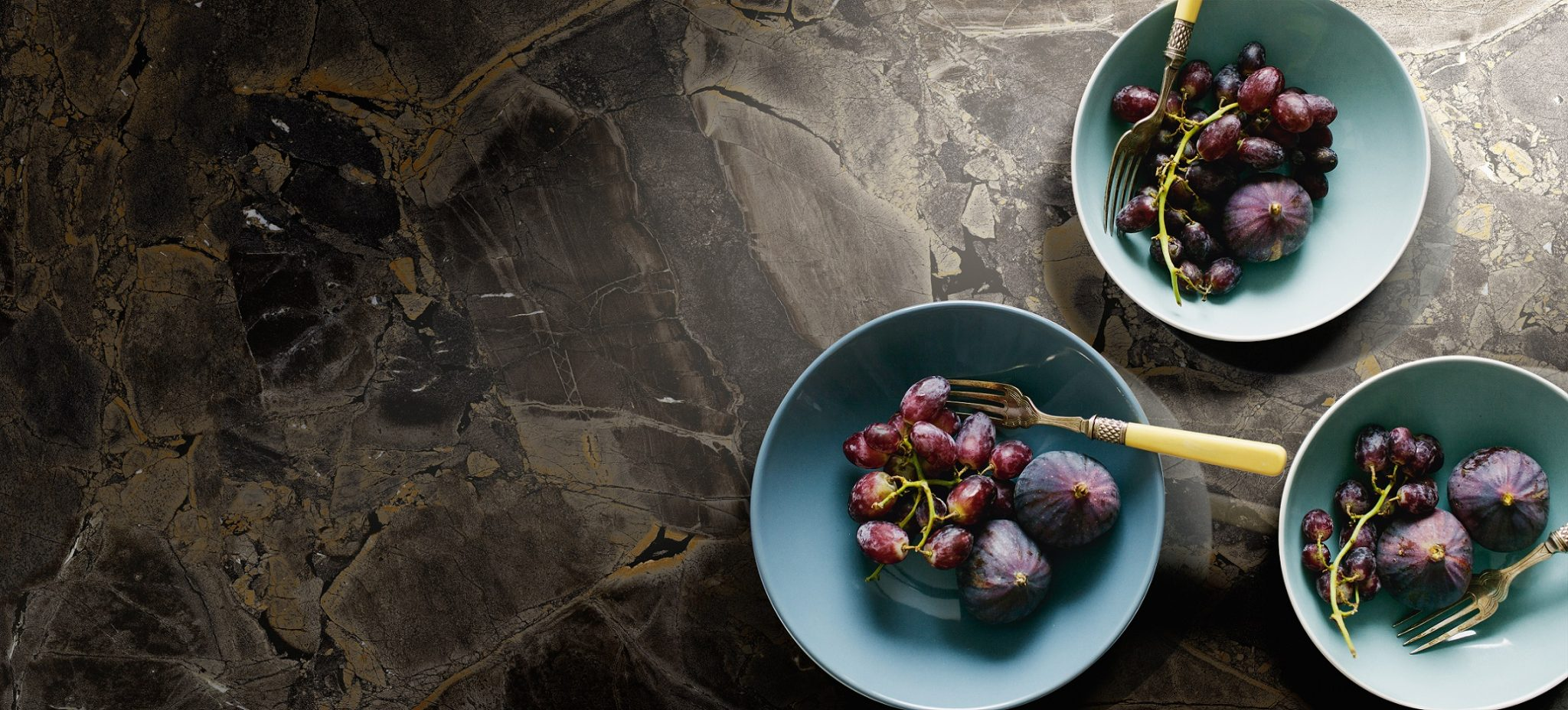 Healthy Breakfast: Figs And Black Grapes.